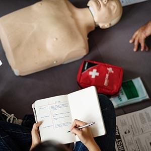 Pierwsza pomoc wraz z resuscytacją krążeniowo-oddechową i użyciem