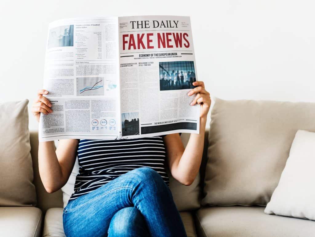 Jak znaleźć prawdę w internecie pełnym fake news