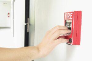 SQDA Ochrona przeciwpożarowa w firmie, alarmy i niezbędne oznaczenia
