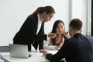 Przemoc psychiczna w pracy - jak się przed nią chronić?